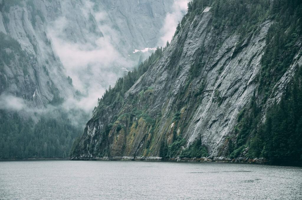 Ättestupa - Fjord i Norge