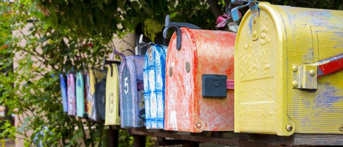 Brevlådor som inväntar nyheter och brev... eller nyhetsbrev?