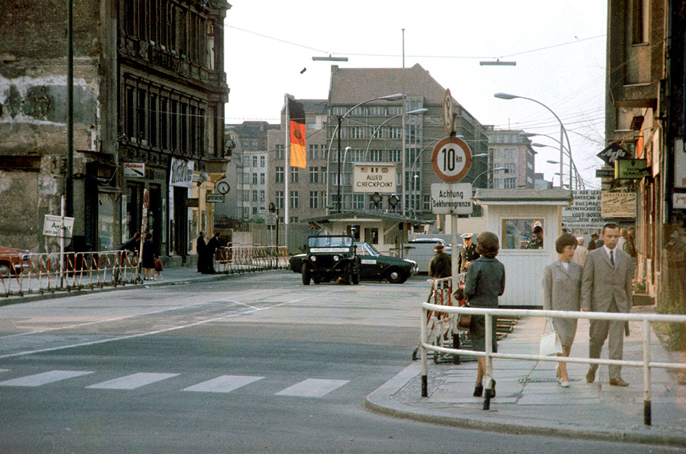 Checkpoint Charlie, 1965