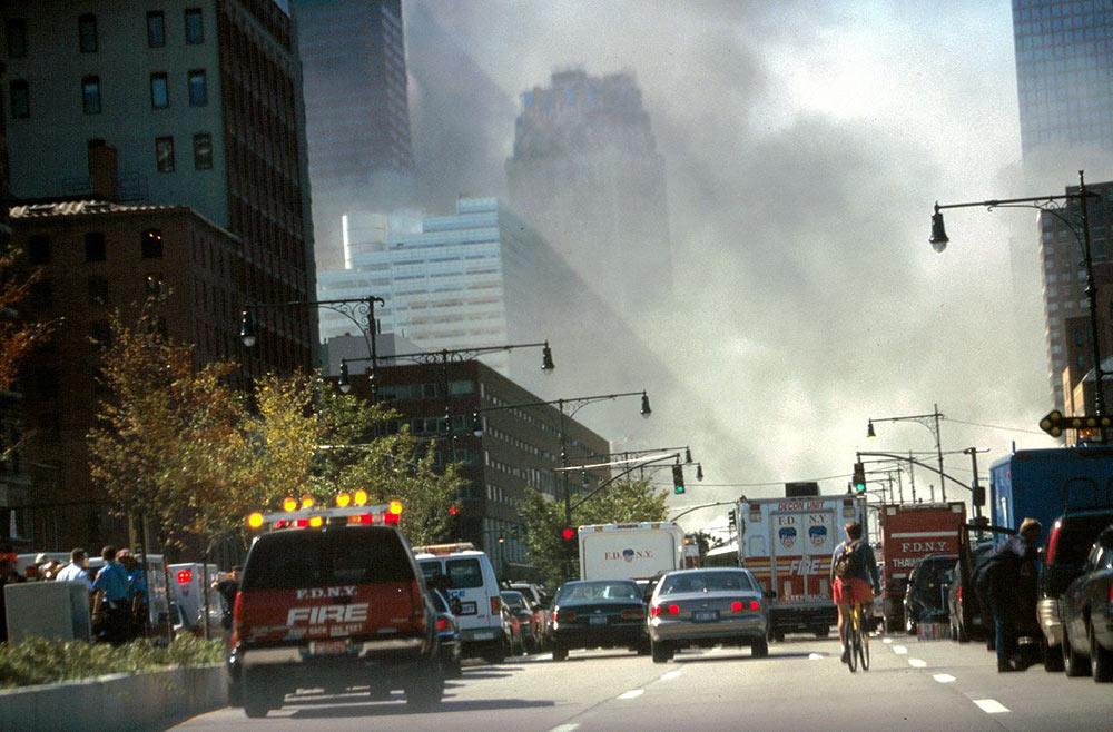 9/11 - Rök och damm faller över New York